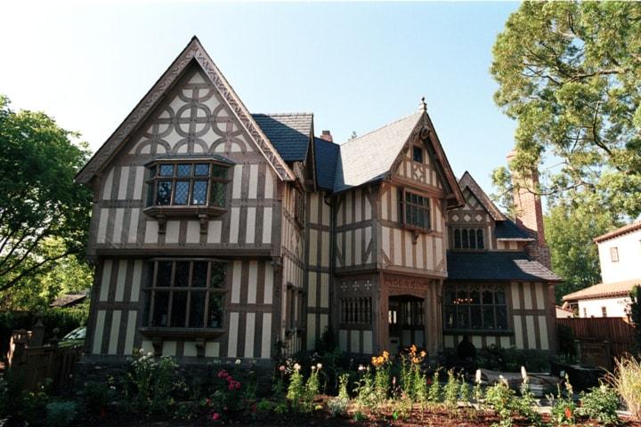 ENGLISH COTTAGE HOMES ELEMENTS DESIGN BUILD